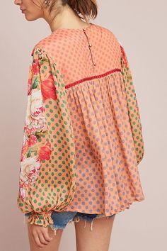 Beautiful patchwork of playfully colors. Hijab Fashion, Boho Fashion, Vintage Fashion, Womens Fashion, Fashion Design, Fashion Trends, Moda Paris, Street Style, Beautiful Blouses