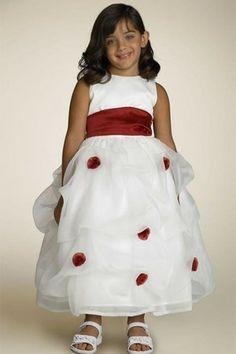 Robe de cortège enfant avec sans manches avec zip au niveau de cou couvert de tulle en satin