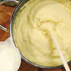 How to make a Creamy Polenta - Full details in the description Polenta Crémeuse, Polenta Recipes, Creamy Polenta, Vegan Recipes, Sauce Béarnaise, Quinoa, How To Cook Polenta, Bearnaise Sauce, Wie Macht Man