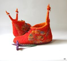 Snails felted slippers in crochet bag ,kids baby shoes  ,girls felt slippers ,red wool house shoes ,handmade home booties to order
