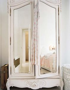 reminds me of my furniture, but love the mirror!