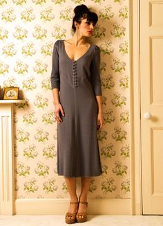 love the dress and how comfortable it looks with that 1940's lean