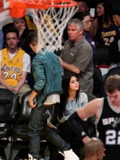 Justin Bieber & Selena Gomez Kissing at Lakers Game - Justin Bieber Photo (30526524) - Fanpop