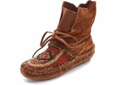 save off 550cc 797da HOUSE OF HARLOW 1960 NIB  235 Suede Madison Maddie Beaded Moccasins Boots  Size 8