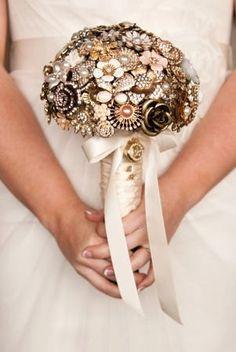 Jewelryand brooches wedding bouquet Ramo de novia joya con broches.