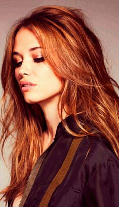 Red Hair Color : Sassy Blowout Hair You Won't Miss for the Season - Beauty Haircut Light Auburn Hair Color, Brown Hair Colors, Hair Colour, Red Colour, Messy Hairstyles, Pretty Hairstyles, Hairstyle Ideas, Beautiful Haircuts, Latest Hairstyles