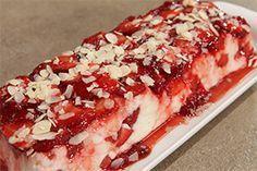 Από την Chef Ντίνα Νικολάου Ημερομηνία προβολής 15/04/2013 – Πατήστε εδώ για να δείτε το video της εκπομπής ΥΛΙΚΑ 1 lt γάλα φρέσκο 150 γρ. ζάχαρη 150 γρ. σιμιγδάλι ψιλό 1 κ.γ. απόσταγμα αμυγδάλου 400 γρ. φράουλες 2 κ.σ. μαρμελάδα φράουλα 1 φλ. αμύγδαλα φιλέ για γαρνίρισμα ΕΚΤΕΛΕΣΗΠλένουμε και στεγνώνουμε τις φράουλες. Προσοχή στο πλύσιμο δεν …