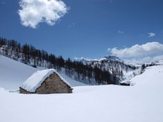 A beautiful and intimate chalet isolated in the snow  on Alpe Devero 110 km from Milan