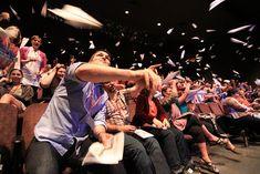 TEDxUCDavis en California: Papeles de papel para compartir ideas con la comunidad.
