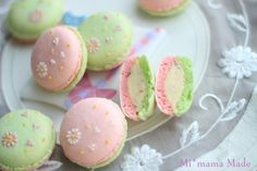 so sweet pink and green macarons or tea party treats perfect for Alice in Wonderland and the mad tea party! Macaron Cookies, Macaron Recipe, Cupcake Cookies, French Macaroons, Pastel Macaroons, Cupcakes, Japanese Sweets, Japanese Mom, Cute Desserts