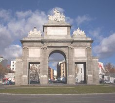 Puerta de Toledo (Madrid) Classical Architecture, Architecture Design, Portal, Spain And Portugal, Taj Mahal, Earth, Building, Pencil Art, Travel