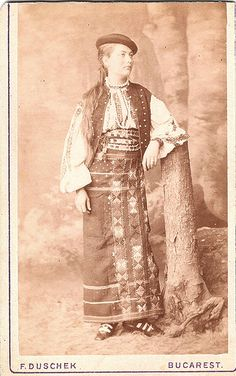 Romanian Lady in Traditional Folk Dress - A Portrait by Duschek Vintage Pictures, Old Pictures, Independence War, Costumes Around The World, Famous Photographers, Large Photos, Street Photo, Vintage Photographs, Historical Photos