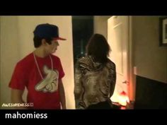 Austin Mahone Funny Moments ღ i love the part where he starts to free-style about chips, and then it ends up to be mosquitoes, and then he just giggles and walks away. ;) funny Austin!