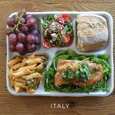 Food Tank has compiled a list of 16 school lunch programs making strides to improve children's health. Nutritious, organic and sustainably grown school lunches are served every day in Rome, Italy. Photo credit: Food and Wine Cafeteria Food, Kinds Of Salad, Food And Drink, Healthy Eating, Healthy Nutrition, Healthy Recipes, Healthy Foods, Ethnic Recipes, School Lunches
