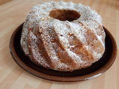 Mennyei Almás kuglóf recept! Ez az almás kuglóf recept egy nagy kedvencem, egyrészt almás, és imádom az almás sütiket, másrészt ez is tipikus dobj, össze mindent egy tálba keverd, jól össze majd süsd meg. Ha valaki nem szereti, mazsola és dió kihagyható a receptből. Hungarian Recipes, Winter Food, Cake Cookies, Cake Recipes, Good Food, Food Porn, Food And Drink, Cooking Recipes, Tasty