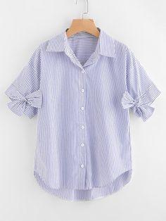 Bluse mit Knoten, sehr tief angesetzter Schulterpartie und Streifen