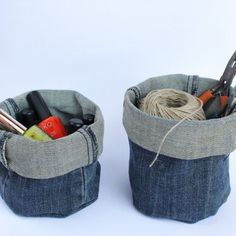 Upcycle your old denim jeans into these useful baskets no sewing required. - Plant Pot - Ideas of Plant Pot - Upcycle your old denim jeans into these useful baskets no sewing required. Jean Crafts, Denim Crafts, Diy Bags Holder, Pot Holders, Artisanats Denim, Denim Fabric, Jean Diy, Denim Ideas, Diy Jeans