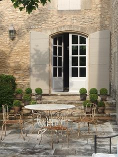 OUTDOOR ROOM – Absolutely beautiful outdoor living. The Enchanted Home: Bloggers beautiful abodes Vicki of French Essence