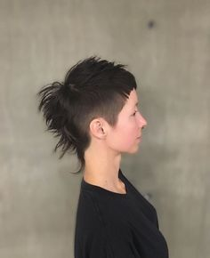 Mohawk/mullet | Hairbrained    Hmmmmm Short Punk Hair, Edgy Hair, Short Hair Cuts, Short Hair Styles, Mohawk Mullet, Mullet Hairstyle, Modern Mullet, Short Mullet, Hair Inspo