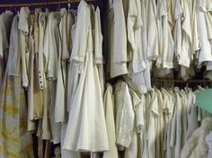 How to Get Whites White. White clothes can be hard to maintain, especially since stains are often impossible to hide on white fabric. As whites become soiled and worn, you might consider throwing them away. Cleaning Items, Diy Cleaning Products, Cleaning Hacks, Washing White Clothes, White Clothes Whiter, Flylady, Laundry Hacks, Cleaners Homemade, Home Hacks
