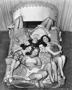 Love this idea for a group photo for the bachelorette or morning of the wedding day. I love the pin up look Slumber Parties, Sleepover, Pin Up, Dream Wedding, Wedding Day, Wedding Beach, Wedding Things, Comedy Films, Up Girl