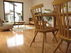 ナチュラルコーディネート!家具の足先のデザインが統一されたリビングダイニング空間