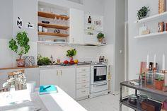 Półki we wnęce w kuchni