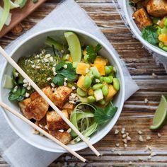Den här vegorätten måste du bara testa! En fräsch och krispig noodle bowl full av härliga asiatiska smaker. Recept på noodle bowl hittar du på Tasteline.