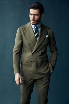 Great news for men out there! The old retro style 'double-breasted suit ideas for men' is back and gaining much popularity as a fashionable piece to be acce Mens Fashion Blog, Mens Fashion Suits, Mens Suits, Classy Fashion, Gentleman Mode, Gentleman Style, Suit Up, Suit And Tie, Olive Green Suit