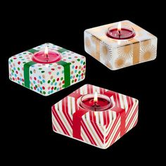 C'est les fêtes avec PartyLite ! Ces porte-bougies à réchaud font appel à des combinaisons de couleurs harmonieuses qui sont assorties à la thématique festive. Cette tendance mise sur l'élégance en associant le rouge et le vert traditionnel à l'or et l'argent. Pour bougies à réchaud PartyLite. COLORProduct ColorMATIÈRECéramiqueDIMENSIONS4 cmREFP92856