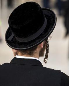 No começo da semana, o ministro da Segurança Pública, Gilad Erdan, anunciou o início de um processo que vai acelerar a concessão de licenças para o porte de armas a ex-soldados do Exército de Israel (IDF) da unidade Nahal Haredi, uma unidade de soldados ultra-ortodoxos. A decisão foi tomada levando em consideração a percentagem significativa…