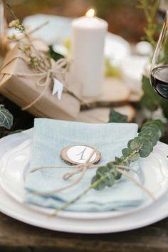 Naturverbundene Hochzeitsinspiration im Wald Merve Nur Demirci http://www.hochzeitswahn.de/hochzeitstrends/naturverbundene-hochzeitsinspiration-im-wald/ #wedding #shooting #decor