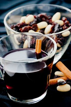 Alcohol free glögi Ingredients (makes 1 liter): 1 l blackcurrant juice 50 g brown sugar 8 cloves 2 cinnamon sticks 1 little piece of g. Non Alcoholic Glogg Recipe, Non Alcoholic Drinks, Beverages, Christmas Drinks, Christmas Treats, Christmas Time, Alcohol Gifts, Alcohol Free, Finnish Recipes
