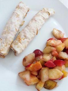 Frischkäse Röllchen mit frischem Obstsalat...klingt komisch aber es schmeckt echt gut