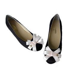 Chanel Flats I'm in love with these! Would be so beautiful on my Karina.