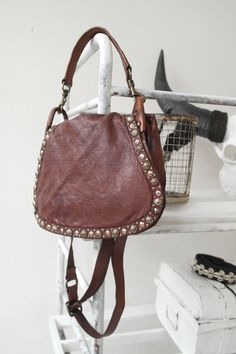 Campomaggi leather bags http://www.linenbypias.fi/campomaggi-c1731-cognac-p-1397.html