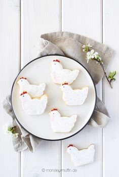 Oster-Kekse mit Royal Icing - das süßeste Oster-Geschenk für eure Lieben Cookies, Rabbit Ears, Easter Bunny, Biscuits, Foods, Easter, Cookie Recipes, Cookie, Cake