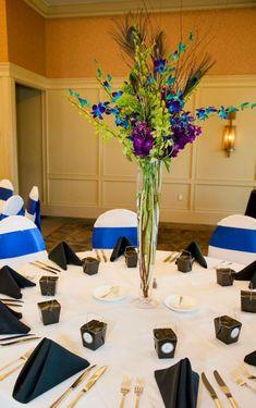 Luxury Tischdeko zur Hochzeit von der Pfau Farben inspiriert