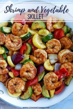 This Shrimp and Vegetable Skillet is a quick and healthy dinner or lunch recipe! It's super low in carbs and loaded with delicious veggies. You can make this spicy or non-spicy and stores well in containers for meal-prepping. This recipe is loaded Comida Diy, Healthy Meal Prep, Healthy Delicious Meals, Healthy Shrimp Recipes, Dinner Ideas Healthy, Veggie Dinner Recipes, Quick Lunch Recipes, Chicken Recipes, Healthy Cooking Recipes