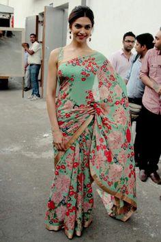 Deepika Padukone at Dance India Dance Super Moms For Piku Promotion Floral Print Sarees, Saree Floral, Printed Sarees, Pink Saree, Deepika In Saree, Sabyasachi Sarees, Indian Sarees, Anarkali Lehenga, Ethnic Sarees