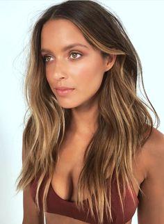 Pinterest: DEBORAHPRAHA ♥️ Beautiful layered haircut with highlights. honey blonde balayage hair color with layered hair cut #haircolor #hairstyles