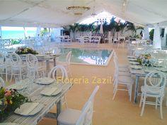 Bodas en Cancún. Centros de mesa, ramos de novias, tocados, coronas, boutonnieres, mesas de dulces y más.... #floreriasencancun #floreriazazil