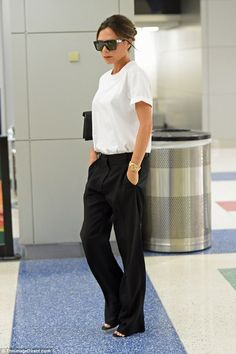 Victoria Beckham looks chic in tailored trousers in New York Jetsetter: The fashion designer put a sharp twist on androgynous dressing with some tailored wide-leg trousers teamed with a simple white T-shirt Victoria Beckham Outfits, Mode Victoria Beckham, Fashion 2017, Fashion Outfits, Fashion Tips, Fashion Trends, Fashion Quotes, Cheap Fashion, Fashion Styles