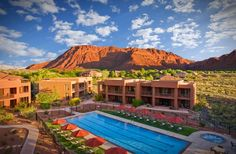 10 Best All-Inclusive Resorts in the U.S. RED MOUNTAIN RESORT Where: Ivins, Utah The awe-inspiring red cliffs and canyons of southern Utah line the horizon at Red Mountain Resort, an all-inclusive retreat that has excelled at incorporating its natural surroundings into every guest's visit. Hiking, biking, kayaking, and rock climbing are among the most popular activities to explore the rugged splendor of the mountains.