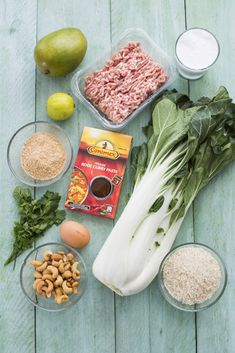 Curry is er in veel verschillende soorten en smaken en is voornamelijk afkomstig uit de Aziatische keuken. Zo heb je bijvoorbeeld Tandoori uit de Indiase keuken en Laksa uit Singapore. Maar deze keer ga ik het hebben over de verschillende Thaise curries en laat ik zien hoe je hier heel makkelijk een lekker maaltje mee …