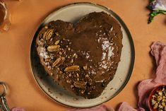 Valentínska torta s pekanovými orechmi | Kuchyňa Lidla | Kuchyňa Lidla Cookies, Cake, Desserts, Food, Crack Crackers, Tailgate Desserts, Deserts, Food Cakes, Eten