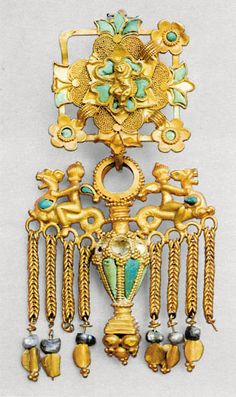Ear pendant with riders. Sirkap, Taxila, Khyber Pakhtunkhwa province 1st century CE (Gandhara Culture). Gold and turquoise. H. 4 5/16 in.