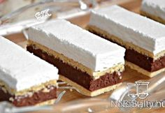 Kata szelet Hozzávalók 12 főre A tésztához: 60 dkg finomliszt 18 dkg… Hungarian Desserts, Hungarian Recipes, Sweet Desserts, Sweet Recipes, Just Eat It, Sweet Cookies, Cake Bars, Sweet And Salty, Desert Recipes