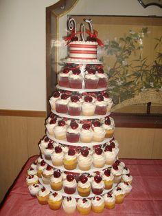 Cupcake wedding! Easy and fun to do.