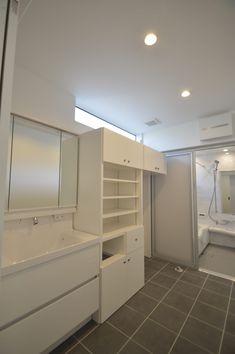 3階建てに吹き抜けを採用、解放感溢れるモダンなお家 | 注文住宅 家 広島 工務店 オールハウス Laundry, Bathroom, Closet, House, Home Decor, Bath, Laundry Room, Washroom, Armoire